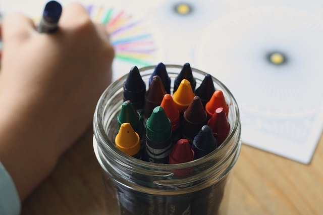 crayons-1445054_640.jpg
